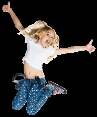 Springendes Kind in der Kinderkirche